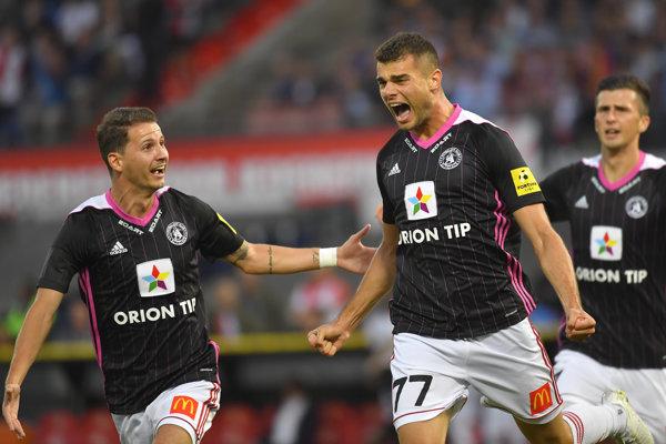 Antonio Mance sa raduje zo svojho gólu.