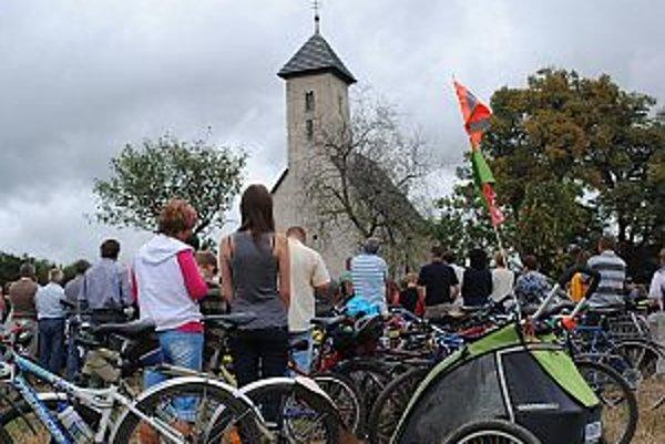 Pri kostolíku sa opäť konala tradičná púť cyklistov.