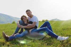 Laura (19) s Jozefom (27) sa zasnúbili na futbalovom ihrisku.