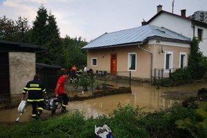 Takéto povodne narobili škody v Zákopčí.