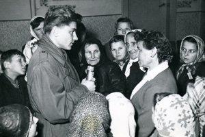 Ján Midžiak pri reportáži zčias budovania Oravskej priehrady.