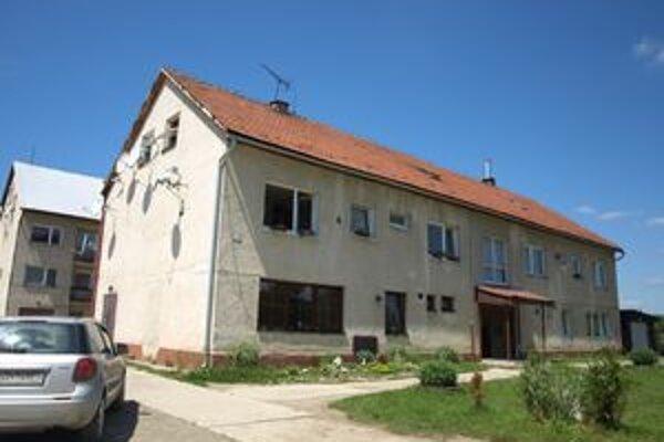 V Rabči majú niekoľko bytoviek. Ľudí, ktorí by sa sem chceli presťahovať, je však viac ako možností.