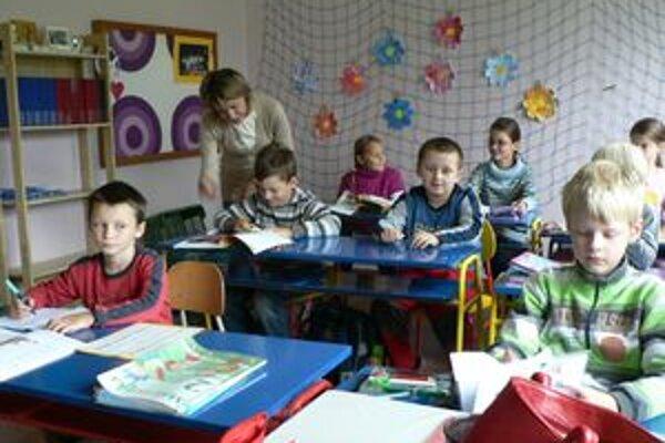 Párnické deti sa učia v zborovom evanjelickom dome. Je to dočasné riešenie, kým nebude dokončená prestavba školy.