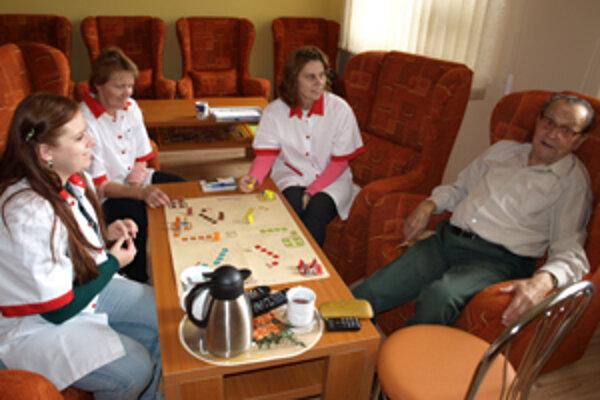 Sociálne pracovníčky pripravujú pre Štefana program na celé dopoludnie.