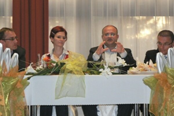 Minister práce, sociálnych vecí a rodiny Jozef Mihál sa stretol s dolnokubínskymi podnikateľmi.