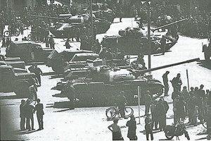 Tanky na Hlavnom námestí.