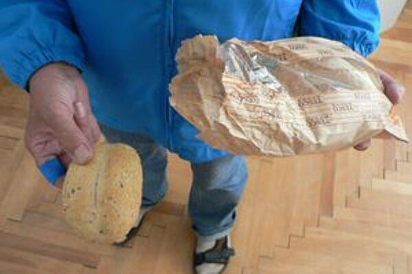 Penzista z Dolného Kubína nekúpil v hypermarkete Tesco tvrdé pečivo prvýkrát.