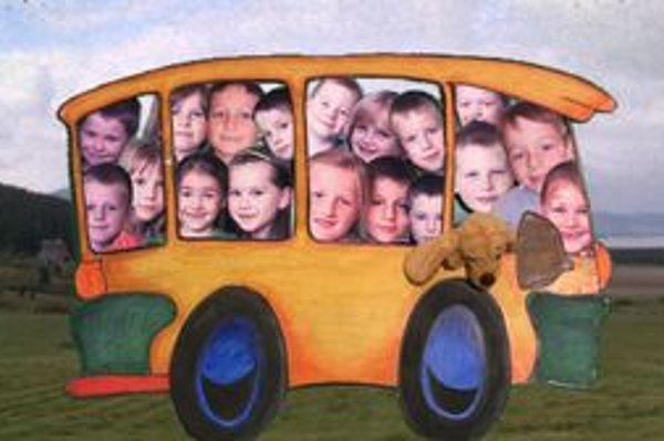 Malí bádatelia sa z miesta na miesto presúvali na zázračnom školskom autobuse.