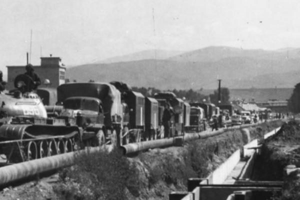 Kolóna na hlavnej ceste v Ružomberku.
