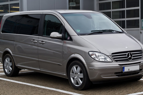 Do Mercedesu Benz V pôvodne natlačili 29 Vietnamcov.