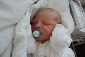 Erik Hlávek (3600 g, 52 cm) sa narodil 15. augusta Jane a Erikovi z Ivanoviec. Na brata sa teší Vivienka.