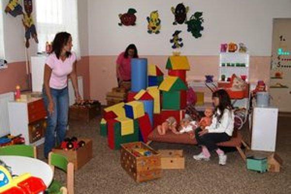 Učiteľky stihli urobiť veľké sťahovanie a upratovanie ešte pred nástupom detí do škôlky.