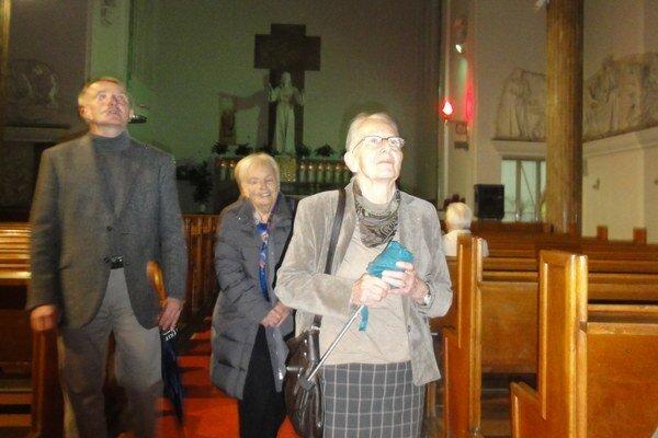 Jana Machová (v popredí) tvrdí, že vek pridal kostolu na kráse.