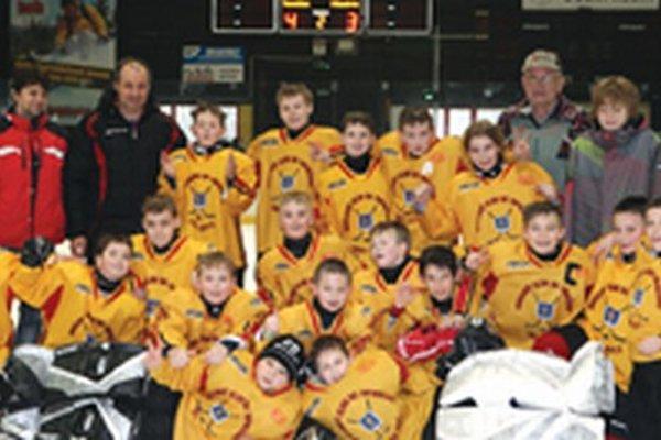 Piataci HC Topoľčany na turnaji v Dolnom Kubíne, kde im postup do bojov o medailu ušiel o jediný gól, ktorý im chýbal proti Minsku.