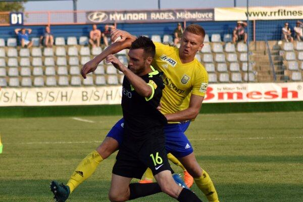 Jakuba Griča (vpravo) trápi svalové zranenie.