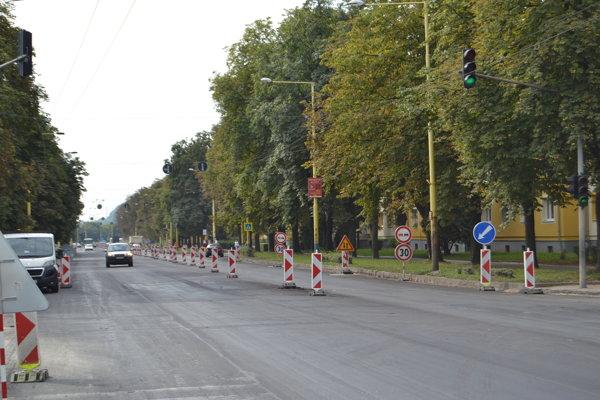 Práce na rekonštrukcii ulice Obr. mieru skončia v stredu.