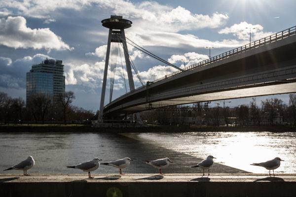 Pre panorámu mesta je typická aj silueta Mosta SNP.