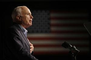 Vo veku 81 rokov zomrel republikánsky senátor John McCain.