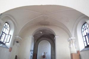 Bolo to aj veľké šťastie v nešťastí. Celý interiér kaplnky sa zachránil aj sakrálne predmety.