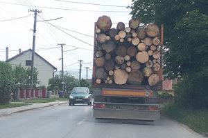 Do Oravskej Polhory či Bobrova kamióny jazdiť môžu, zakázaný však majú prejazd cez hranice.