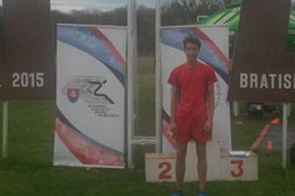 Žiak SOŠ drevárskej Topoľčany Patrik Borovka sa kvalifikoval za národný tím Slovenska na Majstrovstvá sveta stredoškolákov vcezpoľnom behu.