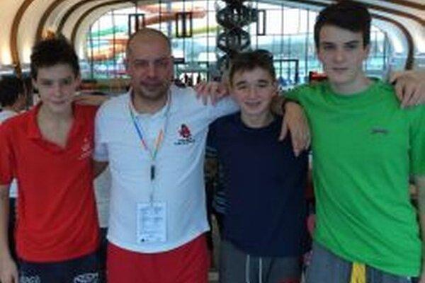 Zľava: Vítko, tréner Železník, Macháč aTopolan.