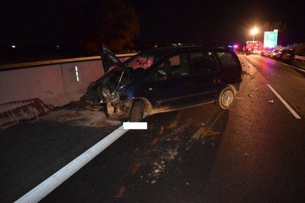 Hromadná nehoda uzavrela diaľnicu na viac ako päť hodín.
