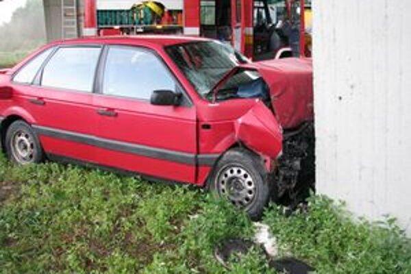 Mladý vodič náraz neprežil.