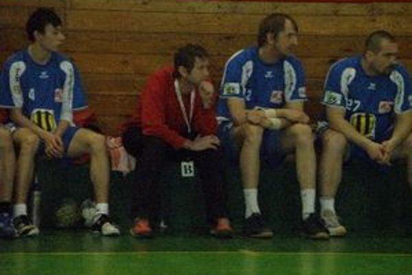 Dezider Jakubička (v červenom) pripravuje Topoľčany na novú sezónu.