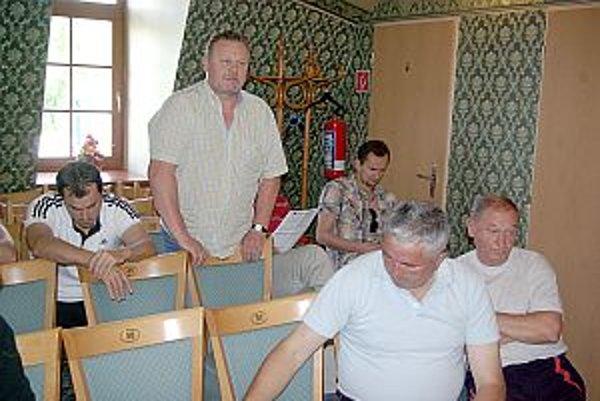 Poslanci vyzvali rodičov, aby deti preregistrovali do mestského klubu.