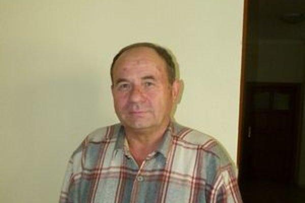 Jozefovi Johančíkovi vbehol cyklista priamo pod kolesá.