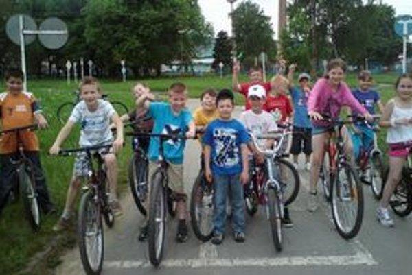 Na kúpu bicyklov prispelo viacero firiem a živnostníkov.
