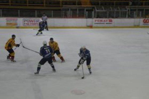 Topoľčany prehrali na domácom ľade 2:4.