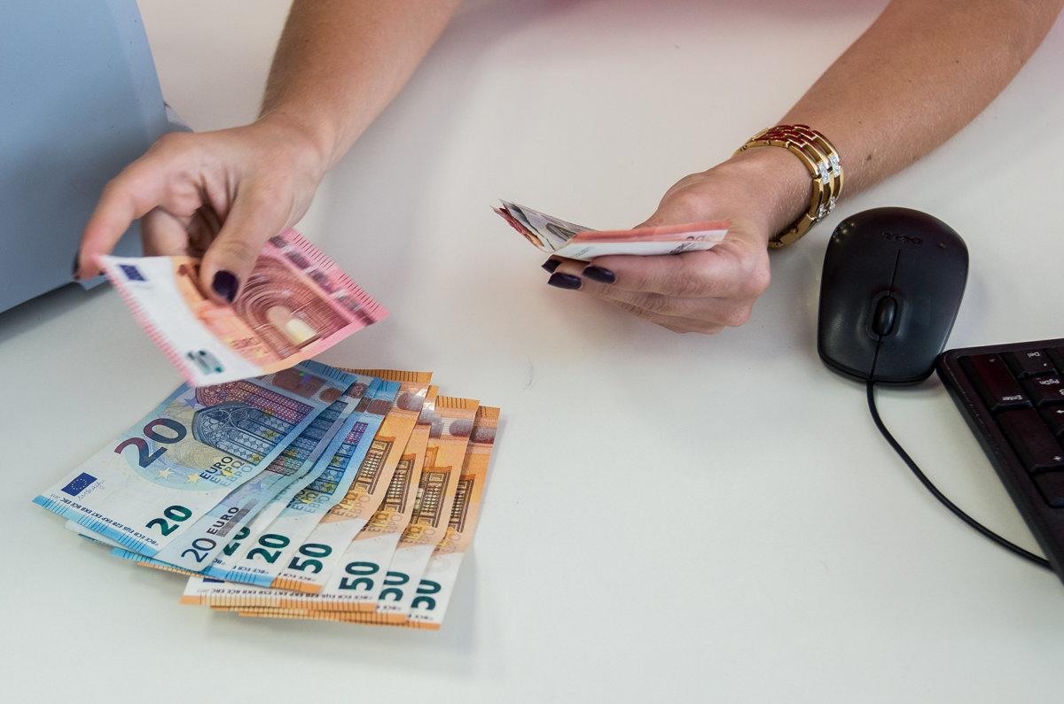 590267b497 Banky menia cenníky. Za čo si od januára priplatíme  - Ekonomika SME
