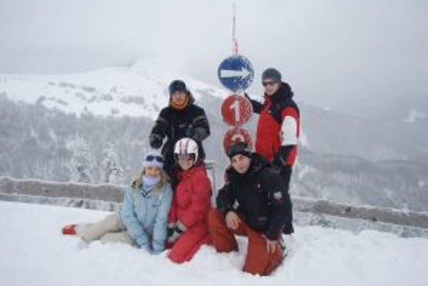 Prvá vicemiss Eliška Ferencziová (vľavo dolu) zimu neobľubuje, preto si ju snaží vždy spríjemniť lyžovačkou.