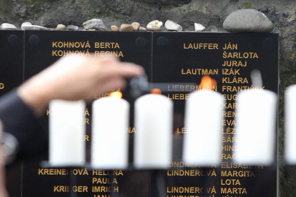 Na židovskom cintoríne vo Zvolene.