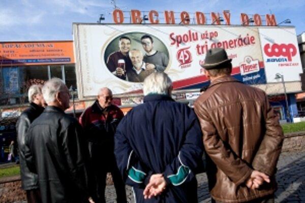 Na topoľčiansky úrad práce prišlo 80 bývalých zamestnancov Topvaru. SABmiller celkovo prepustil 156 zamestnancov.