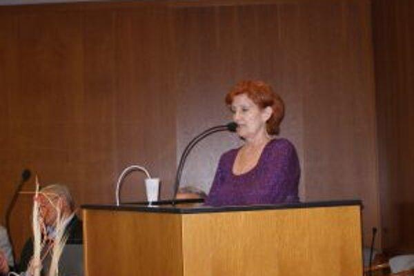 Riaditeľka Mária Bezáková poslancov svojim argumentmi nepresvedčila.