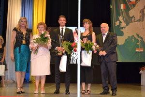 Primátorka Jana Vaľová (zľava), Valéria Bašistová, Peter Králik, Martina Minorová a viceprimátor Andrej Semanco.