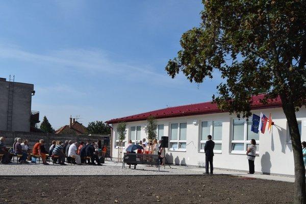 Slávnostné otvorenie novej základnej škol vo Vydranoch.