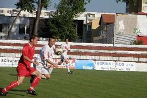 Topoľčany porazili ČFK Nitra 3:0.