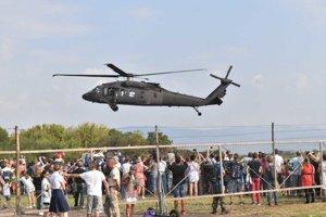 Veľký záujem návštevníkov leteckého dňa vzbudil viacúčelový vojenský vrtuľník Sikorsky UH-60M Black Hawk (čierny jastrab) vzdušných síl armády Slovenskej republiky, ktorý do Košíc priletel zo svojej základne v Prešove.