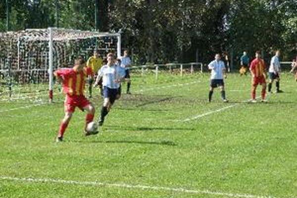 Futbalisti Krtoviec doma porazili Bojnú 2:0 a predrali sa na čelo tabuľky MO Topoľčany.