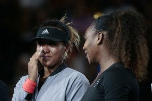 Naomi Osaková (vľavo) a Serena Williamsová.