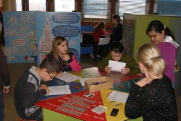 Súčasťou výstavy Tvoja správna voľba bola aj anonymná anketa, v ktorej deti odpovedali na otázky súvisiace s návykovými látkami.