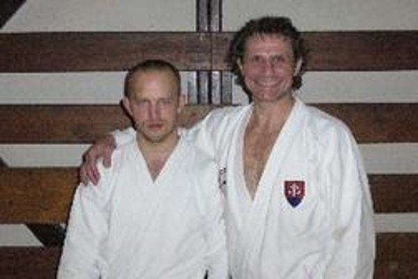 Tomáš Kleman na spoločnej fotke s Rastislavom Mrázom - reprezentačným trénerom seniorov v karate.