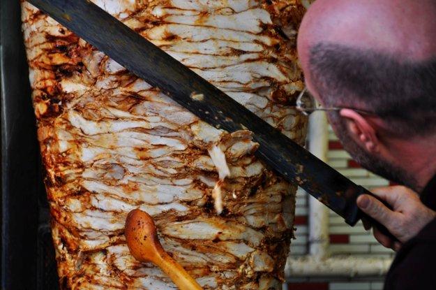 V Istanbule určite ochutnajte čerstvý kebab