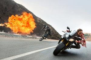 Vozidlá vo filmoch vybuchujú často. V realite by to také ľahké nebolo. (Záber z filmu Mission Impossible: Národ grázlov.)
