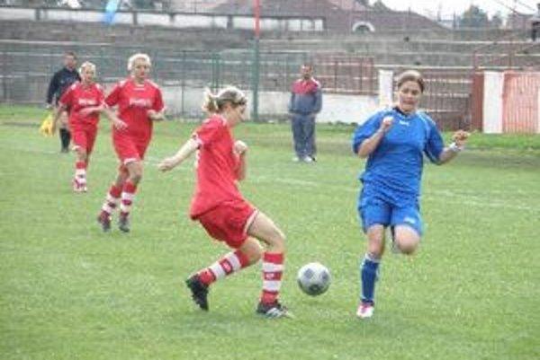 Ivana Balážiková (vpravo) bola opäť strelecky úspešná.