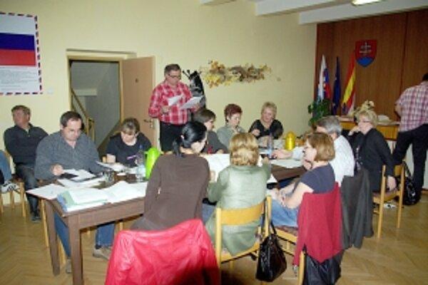 V Košeci sa preberali problémy obce i občanov takmer do polnoci.